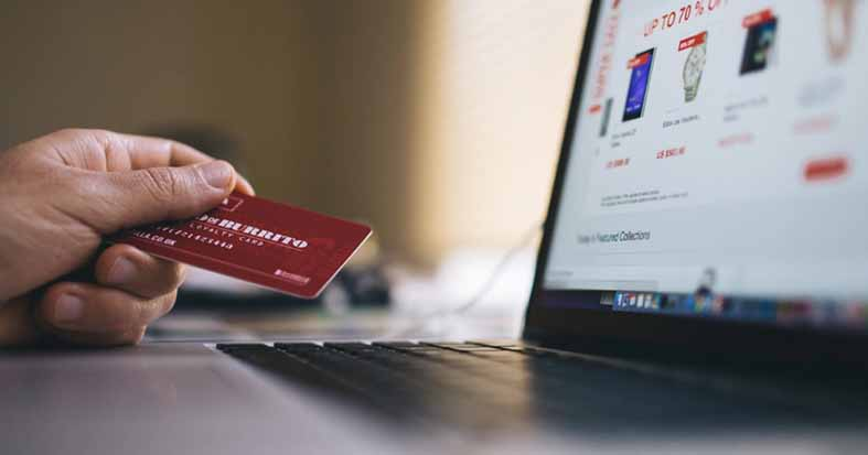 مبيعات-التجارة-الإلكترونية-تزدهر-عبر